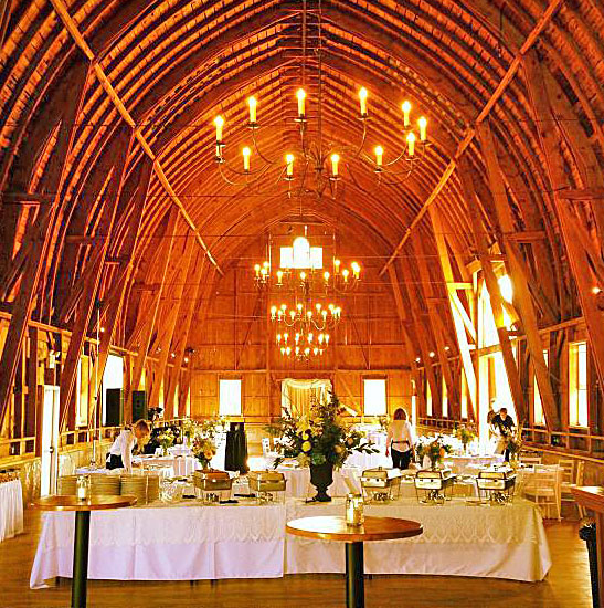 Sugarland Barn In Arena WI For Dueling Piano Wedding