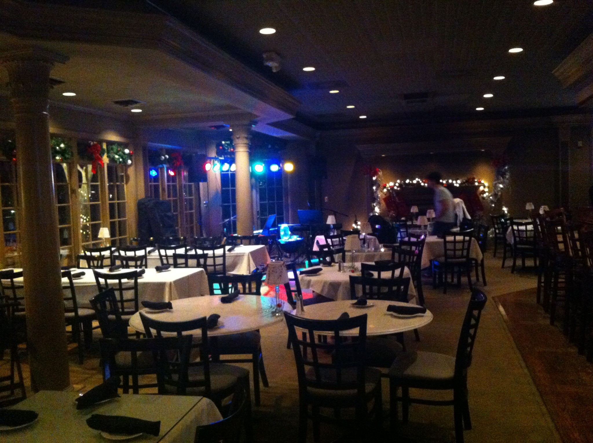 Prime Anthes Auto Auction Shows Dueling Pianos